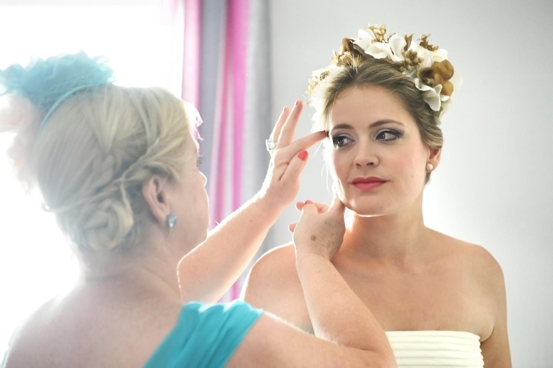 granada wedding photography bride preparation