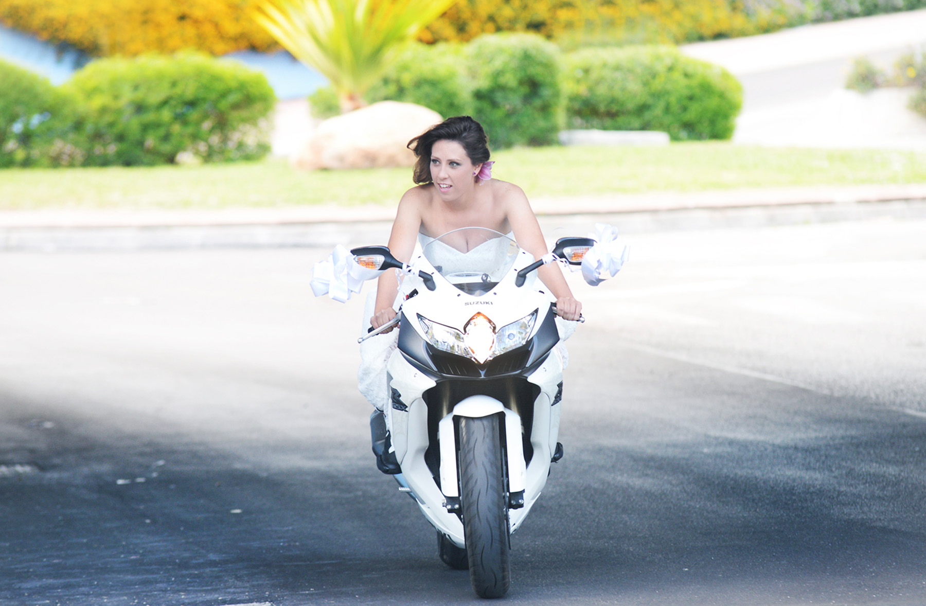 bride in a motor for wedding