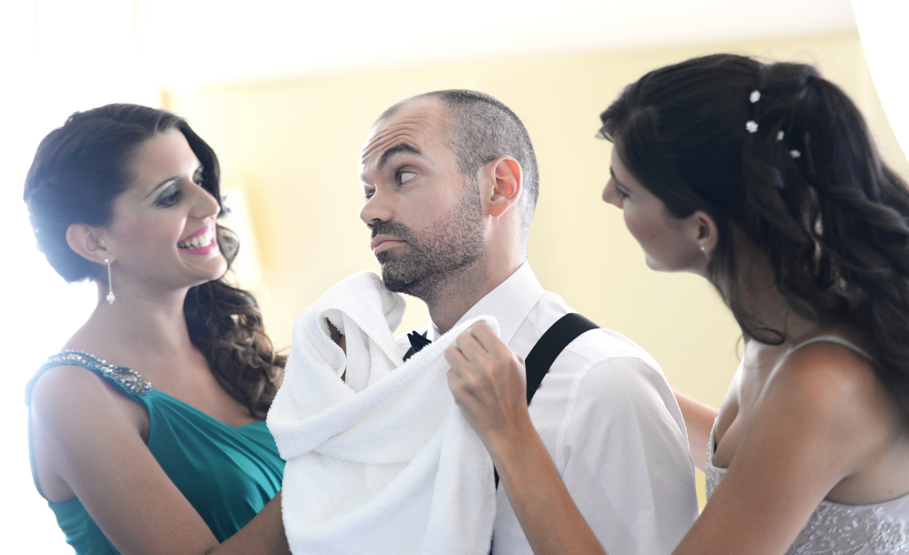 granada wedding photographers groom preparation
